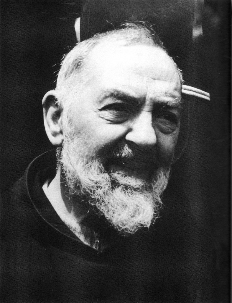 """""""Padre Pio, pensaci tu"""". Proclamato santo 10 anni fa il padre di Pietrelcina"""