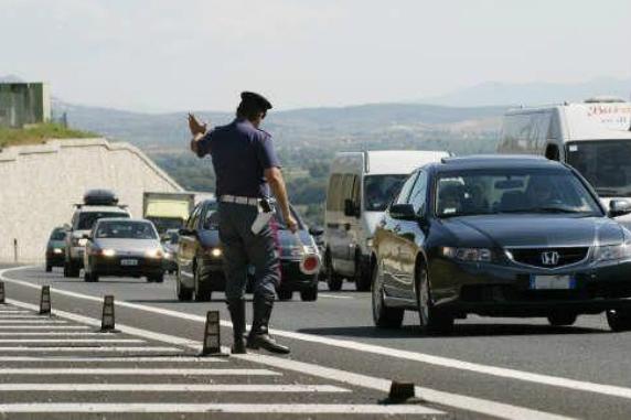 La crisi 'taglia' l'esodo, aggiornamenti del traffico su iconfronti.it