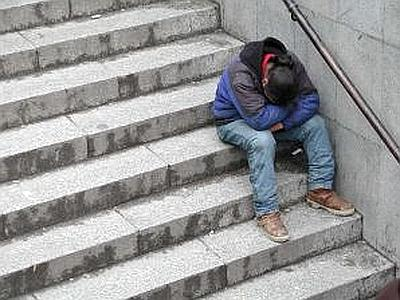 Disoccupato e padre a 20 anni si toglie la vita