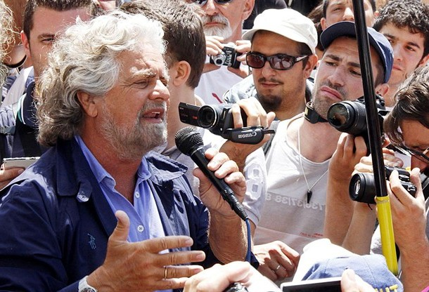 In Emilia i politici (anche i grillini) pagano le Tv. E in Campania?