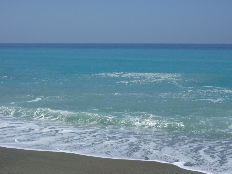 Altro che Bandiere blu, il nostro mare è sempre più sporco