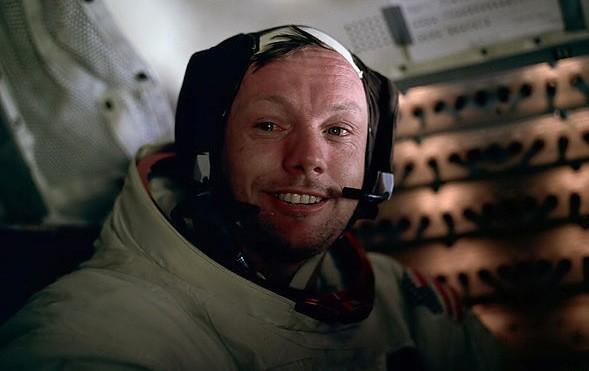"""Morto Armostrong, l'astronauta che nel 1969 """"conquistò"""" la Luna"""