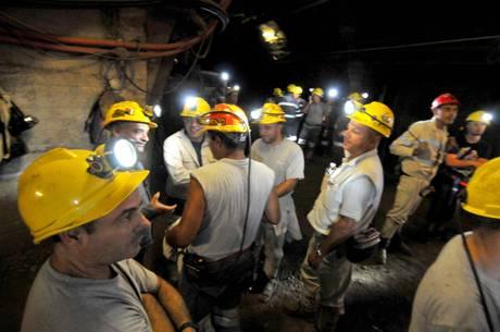 Gli operai della Sulcis escono dalla miniera, per ora solo promesse