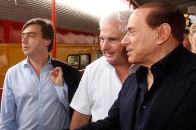 Woodcock vuole indagare su Bassolino per la foto con Berlusconi