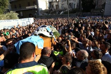 Napoli sotto assedio per la caccia ai killer di Lino