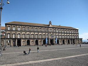Disoccupati sul Palazzo Reale di Napoli: la vita per il lavoro