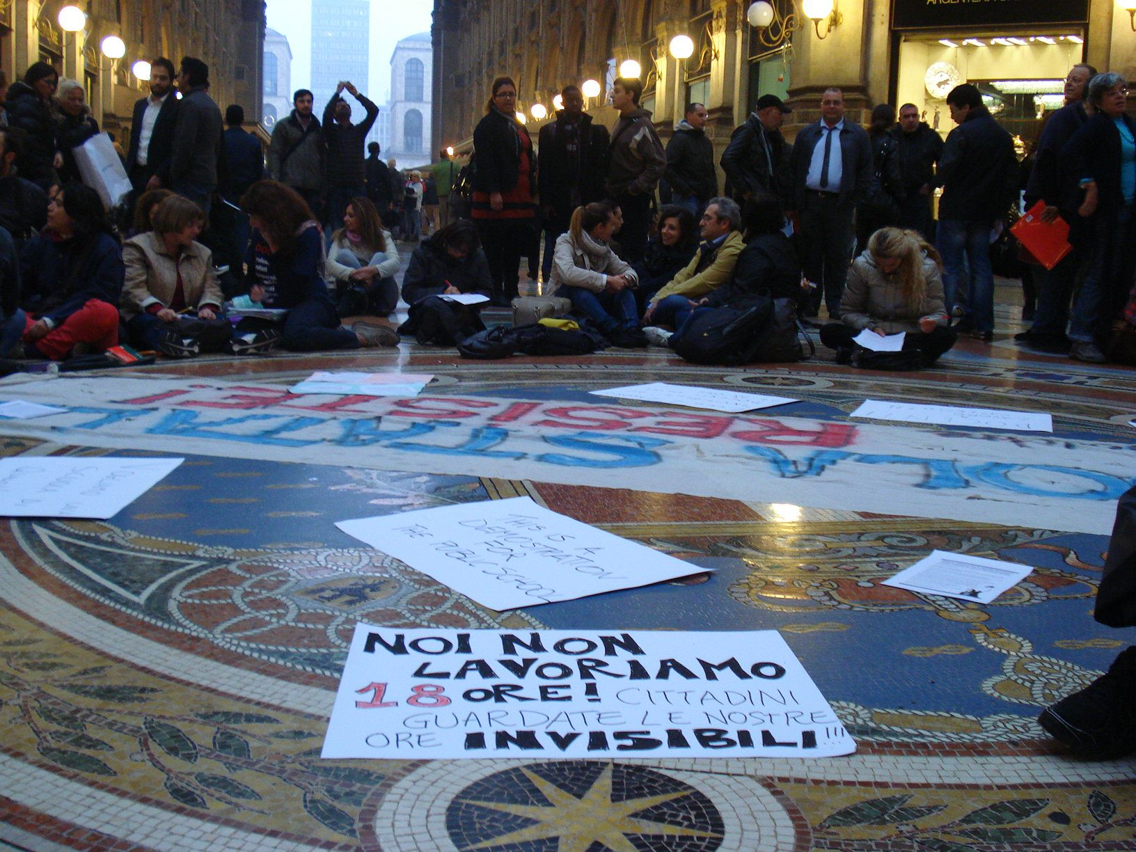 Docenti milanesi per protesta al lavoro (didattico) in Galleria