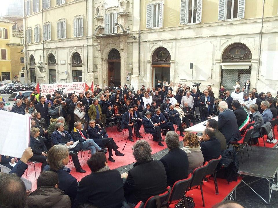 """De Magistris """"sposta"""" il Consiglio comunale a Montecitorio"""