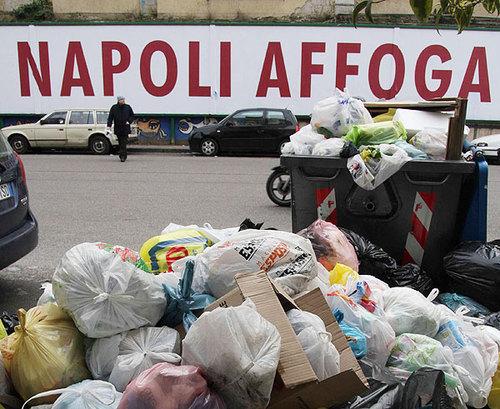 Rifiuti, per colpa di Napoli e Caserta si rischia il disastro