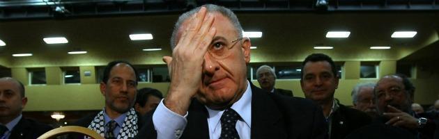Il caso De Luca rimbalza sui giornali nazionali ma Salerno tace