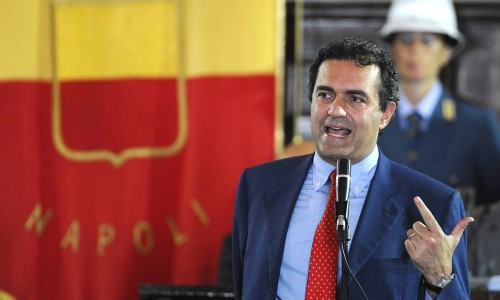 De Magistris insiste contro Monti: niente F35 e date soldi ai Comuni