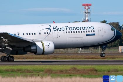 Aereo senza carburante, 18 ore di attesa per 300 italiani in Kenia
