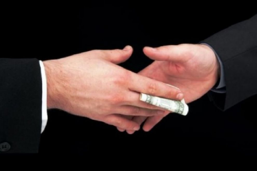 In Italia appalti gonfiati del 40%, corruzione ai livelli di guardia