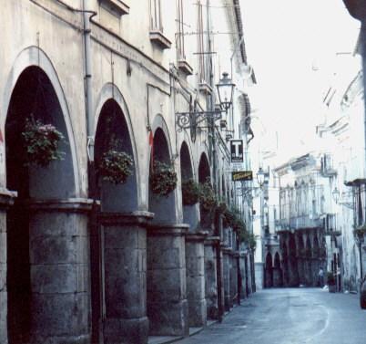 Cava de' Tirreni, Mediateca Marte: la denuncia dei gestori dei locali