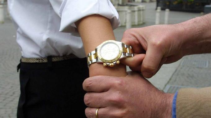 Banda del Rolex: parte un colpo, ferito un bimbo a Napoli