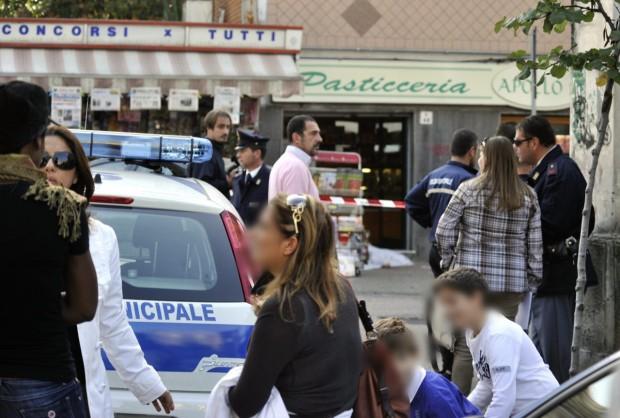 Ancora un agguato davanti ad un bar: un morto a Napoli