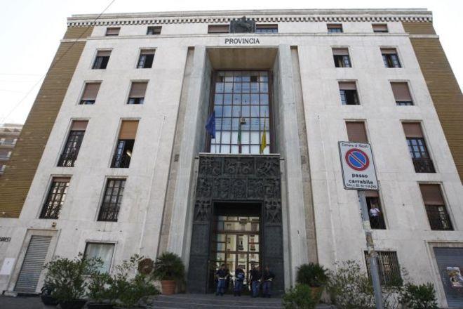 La Provincia di Napoli rischia il crac, appello a Napolitano