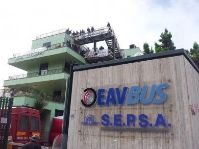 Niente stipendi, proteste dei dipendenti Eavbus