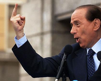 """Berlusconi chiede scusa agli italiani e """"chiama"""" Montezemolo"""