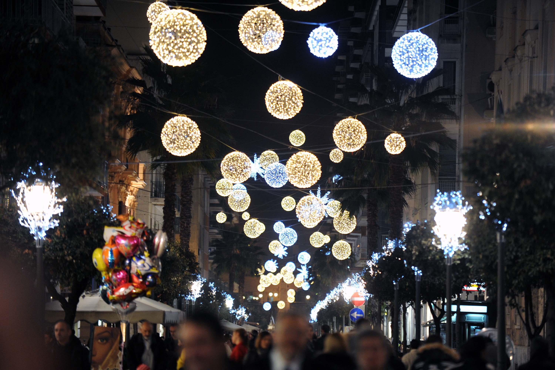 Salerno paralizzata per le Luci d'Artista: successo e caos