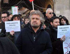 """Beppe Grillo """"chiama"""" la Ue: soglia 42% è un colpo di stato"""