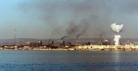 L'Ilva schiaccia sindacati e giudici: a Taranto chiudiamo