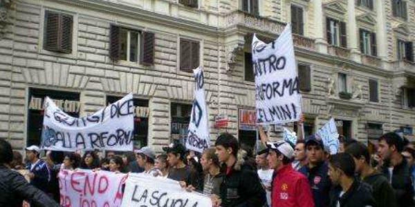 Scuola, esplode in piazza la protesta contro Monti e Profumo