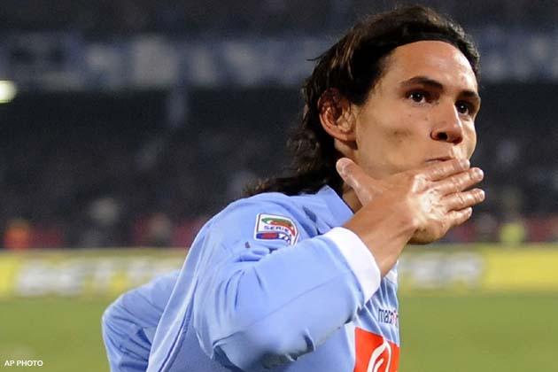 Napoli, Cavani decide la gara con gli svedesi: qualificazione raggiunta