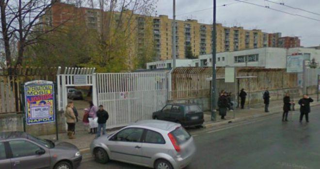 Scampia, ucciso davanti alla scuola mentre aspetta il figlio