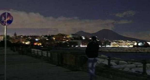 """Un guasto a due cabine elettriche """"spegne"""" mezza Napoli"""