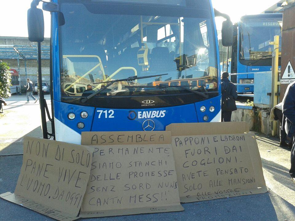 Esplode la rabbia dei lavoratori Eavbus, Natale di battaglia