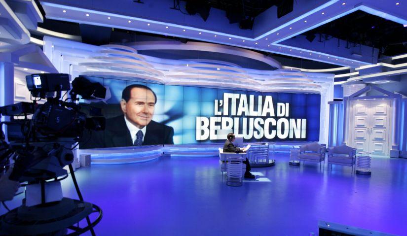 La politica ridotta a puro show: Berlusconi in onda senza rete