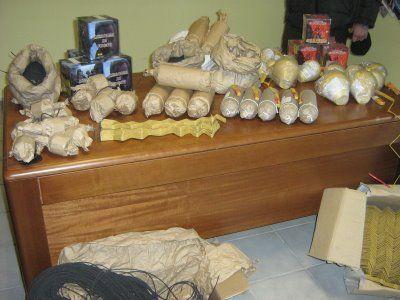 Sale la febbre dei fuochi proibiti, 4 arresti nel Napoletano