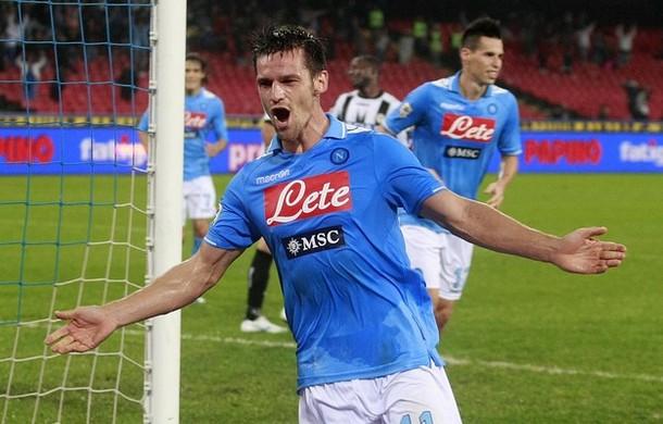 Cavani e Maggio trascinano il Napoli alla vittoria