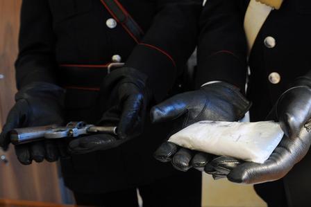 Tredici arresti a Napoli per traffico di cocaina, indagato un poliziotto