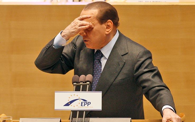 Piovono critiche a Berlusconi, Ppe e Confindustria contro il Pdl
