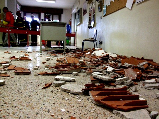 Le scuole cadono a pezzi, nel 58% dei casi nessuno è intervenuto