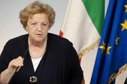 Cancellieri a Scampia: «Valutiamo nuovo invio esercito»
