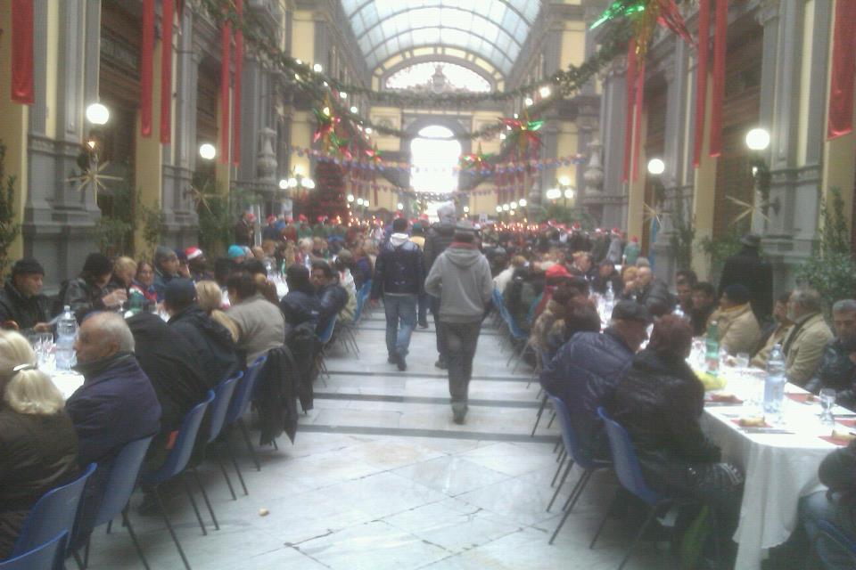 Nella città del boom diseredati, il pranzo della Vigilia per i poveri