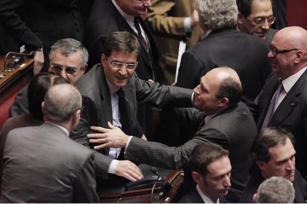 """Nel Pdl scatta la """"linea dura"""" di Berlusconi contro gli indagati"""
