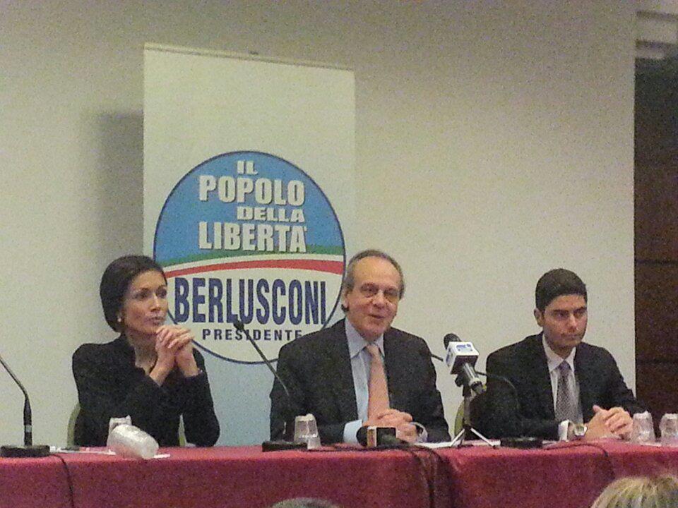 Il Pdl presenta i candidati lanciando un messaggio a Cosentino