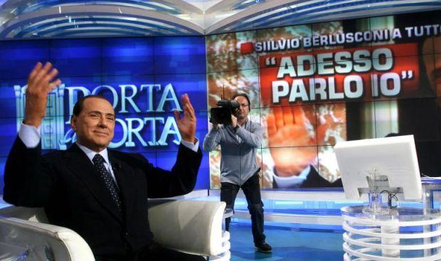 Saviano consiglia: lasciamo Berlusconi senza platea