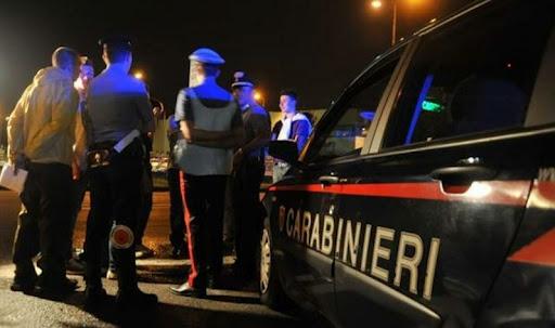 Giovane 'giustiziato' sotto casa dopo una lite a Napoli
