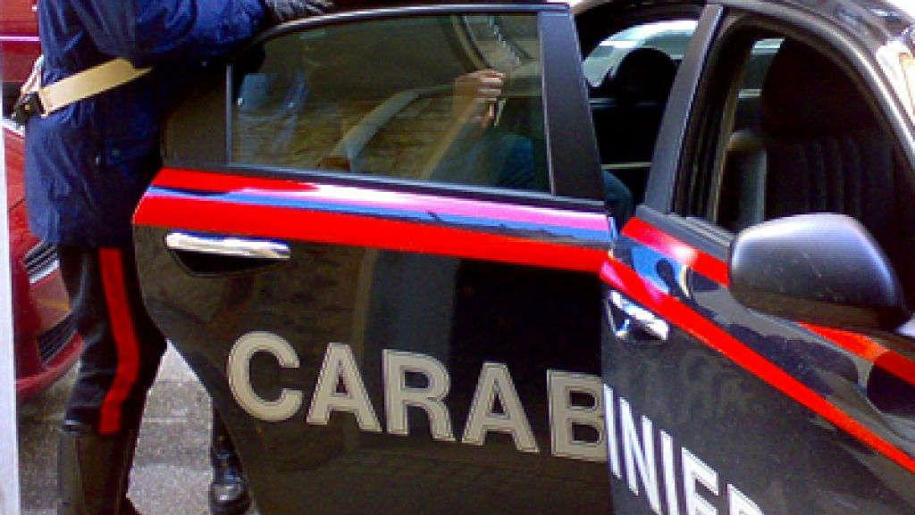 Operazione anti droga a Napoli: ferito un maresciallo dei carabinieri