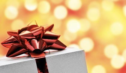 Regali di Natale riciclati online dagli italiani in crisi
