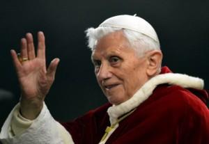 papa-ratzinger-ci-saluta