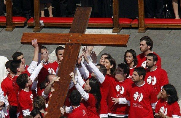 I giovani scelgono il Papa attraverso i social network