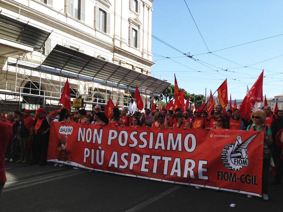 Mobilitarsi tutti contro la separazione tra democrazia e lavoro