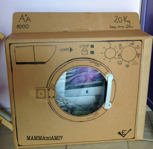 lavatrice-gioco-con-la-scatola-di-cartone-cardbord-washing-machine