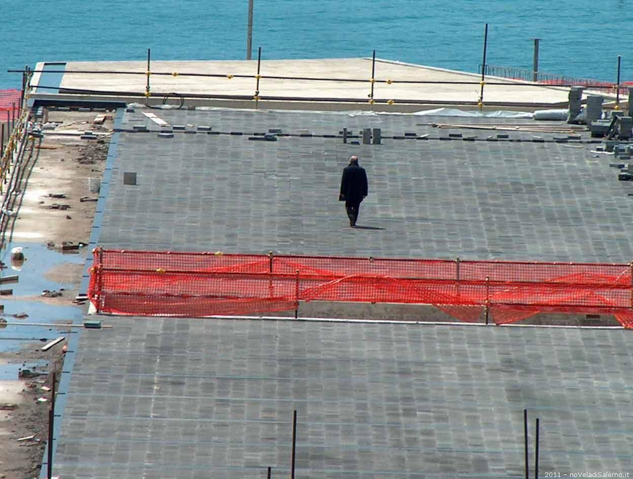 A Salerno l'edilizia drogata dell'uomo solo al comando